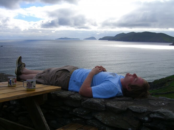 Eoin taking a rest in Corca Dhuibhne after a cup of tea. The view is out over the Atlantic onto the Blasket Islands - na Blascaodaí.
